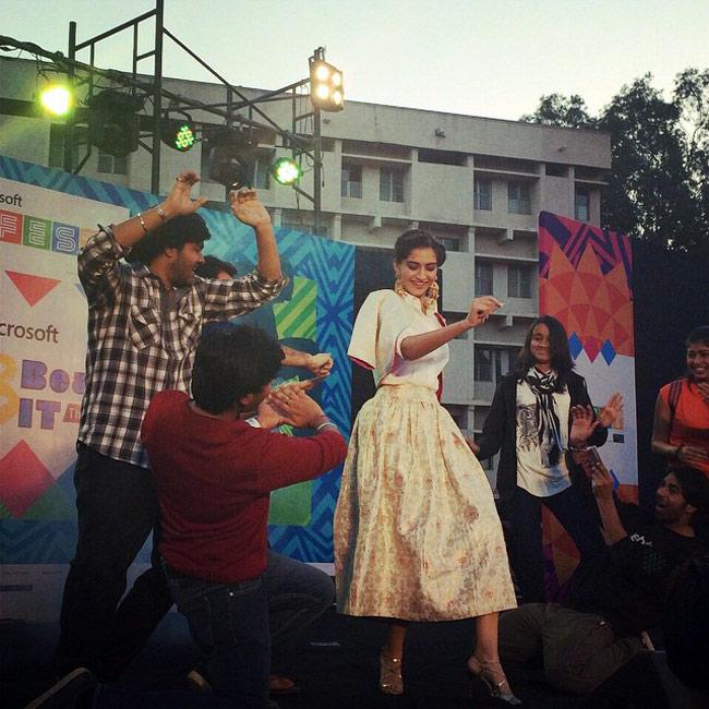 Sonam Kapoor promotes her upcoming film Dolly Ki Doli